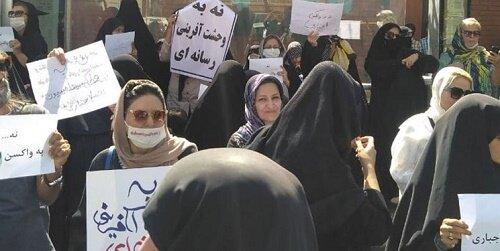 تجمع اعتراضی علیه واکسن کرونا؛ واکسن امام کاظم استفاده میکنیم