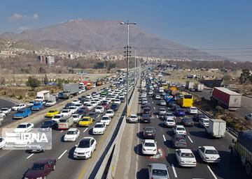 آخرین وضعیت ترددی جادهها در جمعه ۲۶ شهریور | ترافیک سنگین در محورهای شمالی به سمت تهران