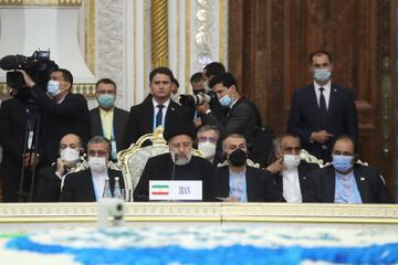 لحظه امضای سند عضویت ایران در شانگهای چین / فیلم