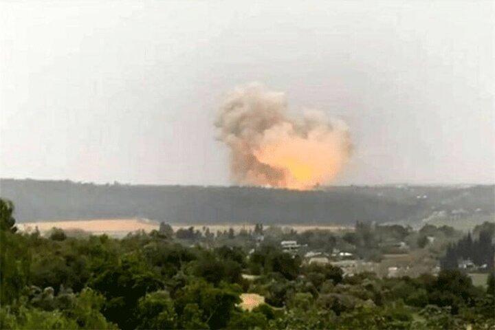 تصاویری از لحظه وقوع انفجارهای شدید در عمق خاک عربستان / فیلم