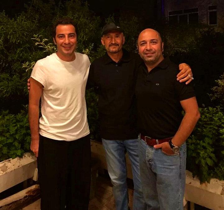 تیپ عجیب نوید محمدزاده در کنار پدرزنش / عکس