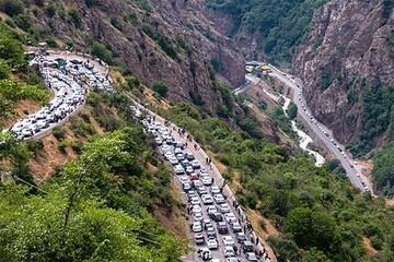 تصاویری عجیب از ترافیک سنگین و بیسابقه در گردنه حیران / فیلم