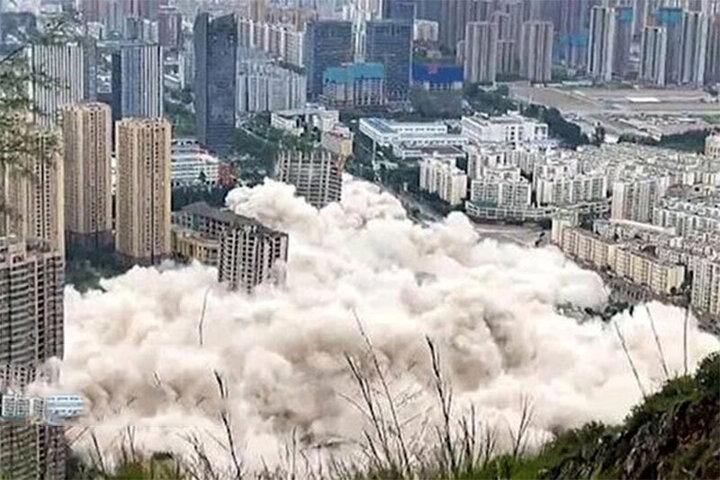 تخریب همزمان ۱۵ برج در چین / فیلم