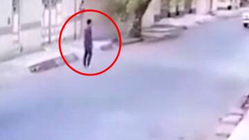 لحظه سرقت گوشی از شهروند اهوازی توسط سارق خونسرد! / فیلم