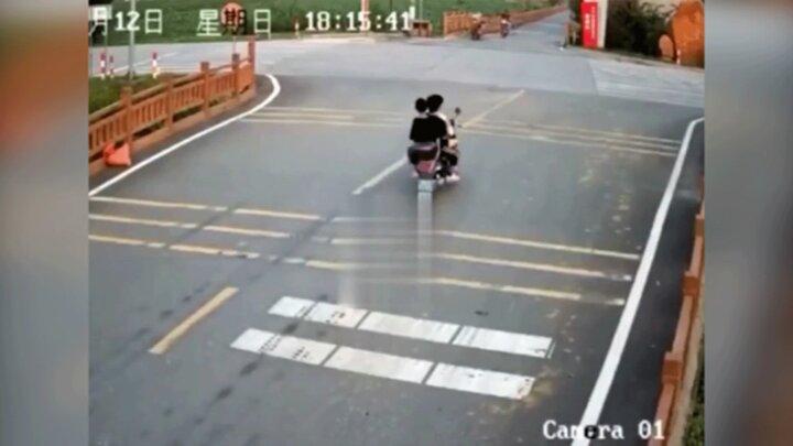 تصادف وحشتناک ۳ نوجوان موتورسوار با بونکر سیمان / فیلم