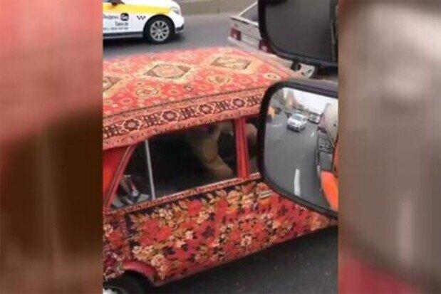 تزئین جالب بدنه خودرو با فرشهای ایرانی در روسیه / فیلم