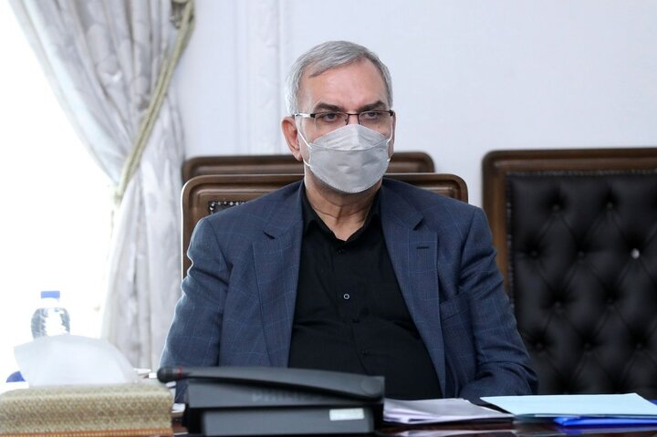 واکسیناسیون دانش آموزان ایرانی با «سینوفارم» آغاز شد / انجام واکسیناسیون به معنای بازگشایی مدارس نیست
