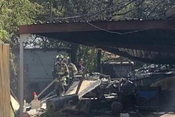 هواپیمای نظامی در تگزاس روی منازل مسکونی سقوط کرد