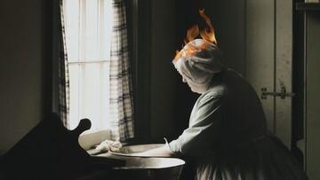 لحظه آتش گرفتن موهای زن در آشپزخانه! / فیلم