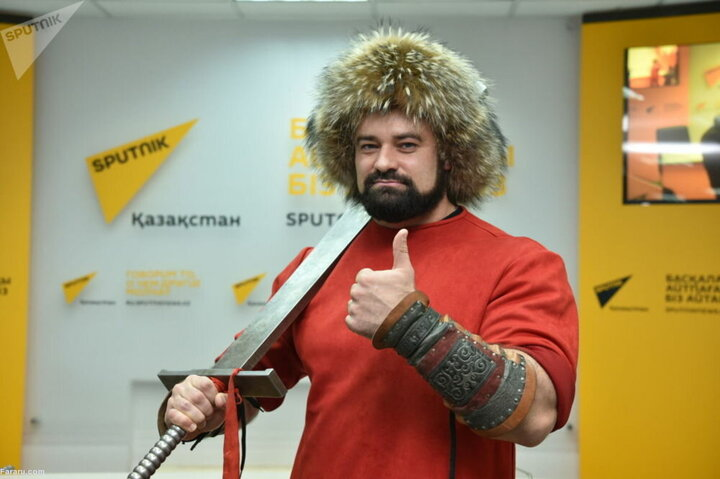 قدرتنمایی عجیب ورزشکار روس در فضای مجازی / فیلم