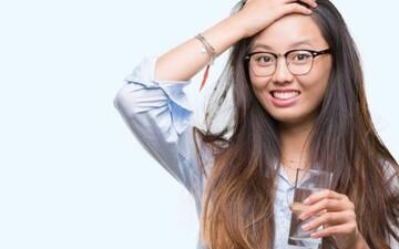 فواید شگفتانگیز نوشیدن آب گرم به صورت ناشتا