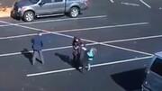 حمله وحشتناک سگ وحشی به دختر بچه در خیابان / فیلم