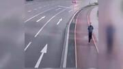 حرکت عجیب یک مرد برای خودکشی در خیابان / فیلم