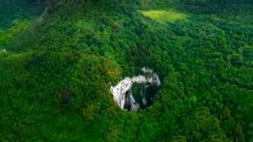 تصاویر جالب از حفره عجیب در دل کوههای چین / فیلم