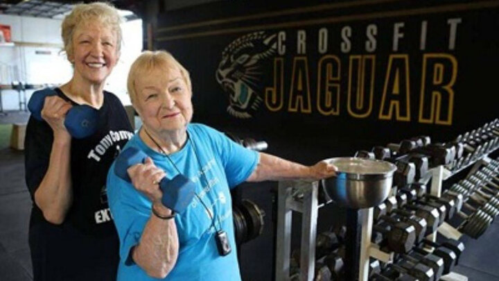 مادربزرگ ۱۰۰ساله در رشته وزنهبرداری رکوردشکنی کرد / عکس