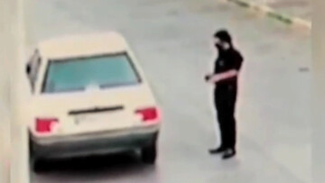 اقدام عجیب و ناجوانمردانه سارق در مقابل زن مشهدی که از او کمک خواسته بود! / فیلم
