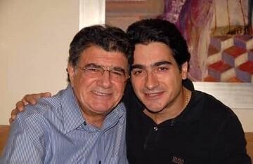 آوازخوانی همایون شجریان بر مزار پدرش در سالروز درگذشت محمدرضا شجریان / فیلم