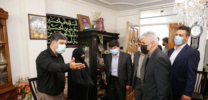 دیدار وزیر ورزش با خانواده شهید مهدی رضایی مجد / تصاویر