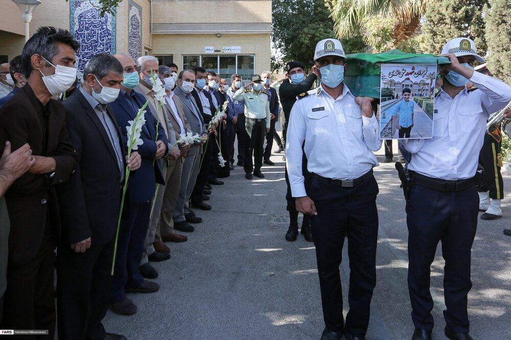 ادای احترام مقامات استان اصفهان به پیکر پاک شهید لندی