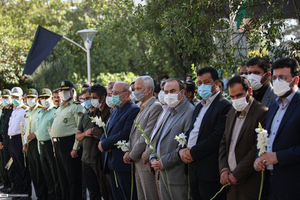ادای احترام مسؤولان استان اصفهان به پیکر شهید فداکار نوجوان