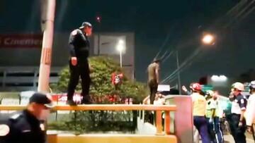 اقدام شجاعانه و خطرناک جالب پلیس برای نجات مردی از خودکشی / فیلم
