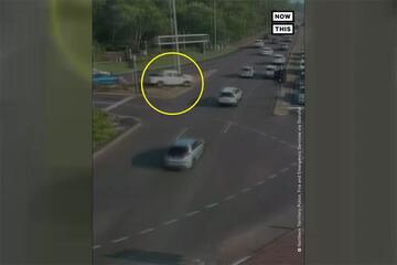 رانندگی عجیب راننده خوششانس در خیابان / فیلم