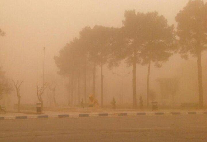 وقوع تندباد وحشتناک در امیریه دامغان با سرعت ١٠٨ کیلومتر برساعت