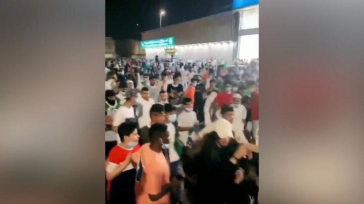 تصاویری تلخ از شکنجه دختر جوان عربستانی وسط خیابان ! / فیلم