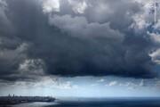 ویدیویی از هجوم ابرهای هولناک طوفانی به سواحل جنوبی ایران / فیلم