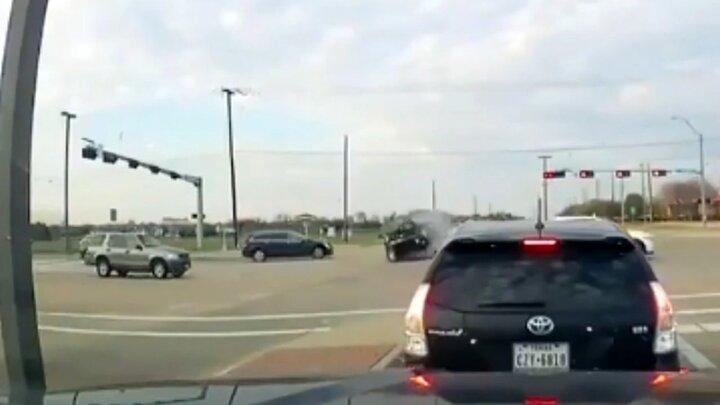 تصادف هولناک شاسیبلند با خودرو سواری به دلیل سرعت زیاد / فیلم