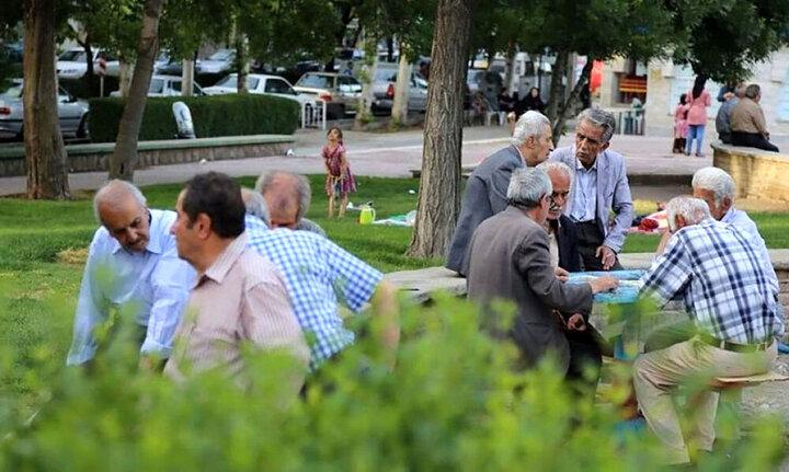 چند درصد سالمندان ایرانی حقوق ثابت بازنشستگی دارند؟