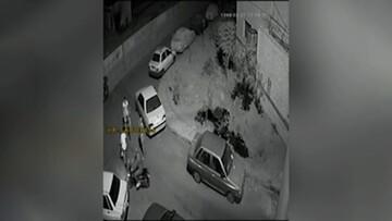 ویدیو هولناک از لحظه خفتگیری وحشیانه سارقین از جوان دوچرخهسوار تهرانی در کوچه بنبست!
