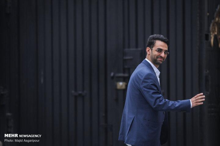 آذری جهرمی دو عنوان شکایت دارد/ وزیر سابق با قرار تامین کیفری آزاد است