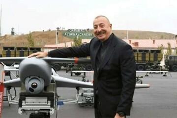 اقدام عجیب رییس جمهور آذربایجان؛ نوازش پهپاد اسرائیلی! / فیلم
