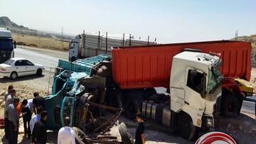تصادف وحشتناک تریلی و کامیون در محور مهران - ایلام / تصاویر