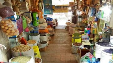 حمله پرندهها به مغازه خشکبار فروشی در کازرون! / فیلم