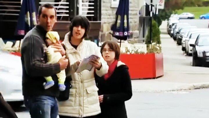 پرتاب نوزاد توسط پدرش به داخل ماشین مردم را شوکه کرد! / فیلم