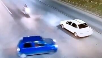تصادف وحشتناک خودرو با موتورسیکلت / فیلم