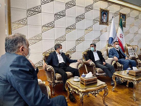 علت خروج محمود احمدینژاد از کشور چیست؟