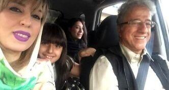 سلفی علیرضا خمسه با همسر جوان و دخترانش در خودروی لاکچری / عکس