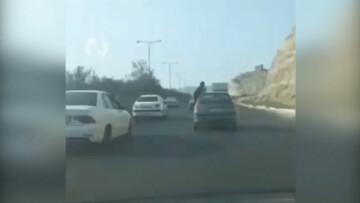 حرکت دیوانهوار و عجیب راننده پژو ۲۰۶ در تبریز / فیلم