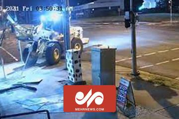 سرقت از یک فروشگاه موتورسیکلت با لودر / فیلم