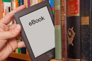 ایبوک چیست؟ + فواید و مضرات کتاب الکترونیک