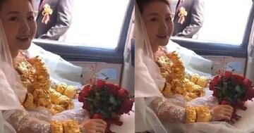 آویزان کردن ۶۰ کیلو طلا توسط عروس چینی در شب عروسیاش / عکس