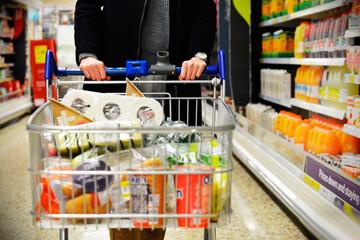 تفاوت قیمت یک وعده غذا از سال ۱۳۹۹ تا ۱۴۰۰؛ چقدر پول غذا میدهیم؟