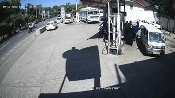 لحظه آتش گرفتن موتورسیکلت در پمپ بنزین / فیلم