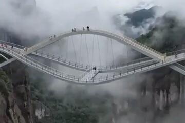 ترسناکترین پل شیشهای در چین افتتاح شد / فیلم