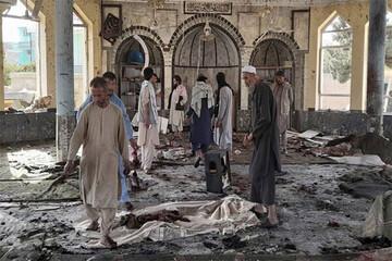 لحظه ورود عوامل انتحاری به مسجد شیعیان در افغانستان / فیلم