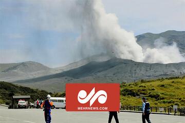 تصاویری از فوران آتشفشان آسو در ژاپن / فیلم