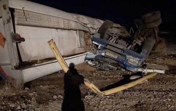 واژگونی تانکر سوخت در بم / راننده کشته شد